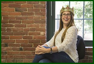 Support committed to totally satisfied customers. Image of a  smiling customer, wearing a crown.